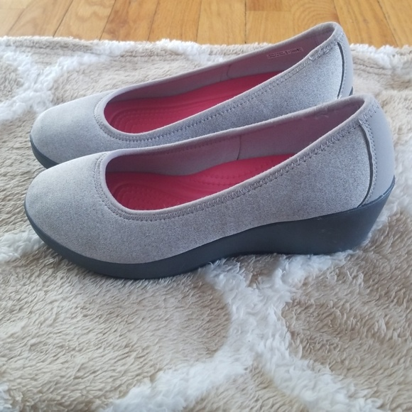 8bdbd4cea CROCS Shoes - NWOT Women s Crocs Busy Day Heathered Ballet Wedge